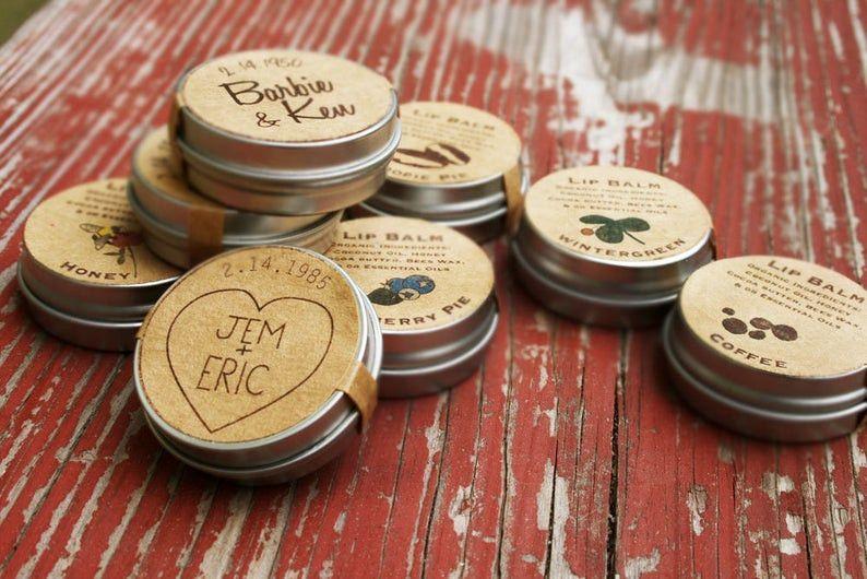 Bomboniera alternativa 8: barattoli di balsamo per le labbra di marche miste